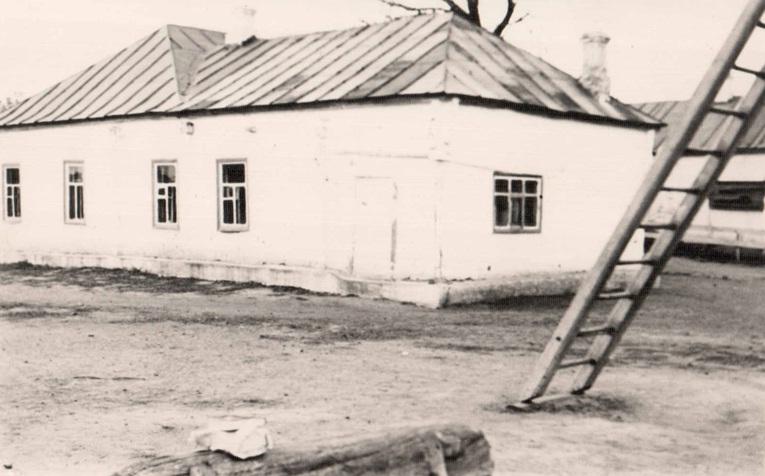Здание школы в 1930 году